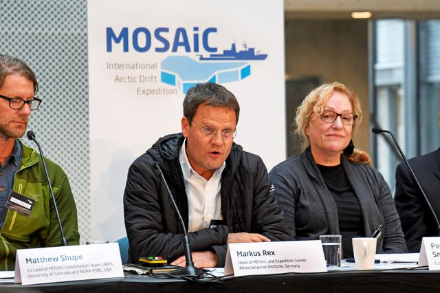 Los líderes de la expedición MOSAiC,  Markus Rex y Pauline Snoejis-Leijonmalm, durante una conferencia de prensa en Tromso, Noruega. 20 de septiembre de 2019. Imagen entregada por un tercero. Rune Stoltz Bertinussen/NTB Scanpix/via REUTERS.