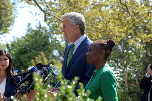 New York City Mayor and former Democratic U.S. Presidential candidate Bill de Blasio, with his wife Chirlane McCray, speaks at a news conference after announcing that he was ending his presidential bid in New York, U.S., September 20, 2019. REUTERS/Jefferson Siegel