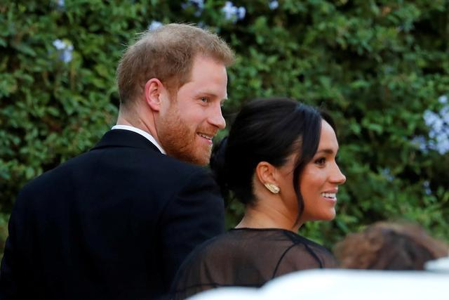 El duque y la duquesa de Sussex, Enrique y su esposa Meghan, llegan a la boda de la diseñadora de moda Misha Nonoo en Villa Aurelia en Roma. 20 de septiembre de 2019. REUTERS/Remo Casilli