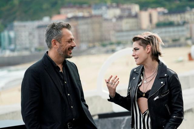 Foto del viernes de la actriz Kristen Stewart y el director Benedict Andrews en la promoción del filme Seberg en el festival de San Sebastián.  Sep 20, 2019. REUTERS/Vincent West