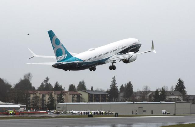 FILE PHOTO: A Boeing 737 MAX 8 takes off during a flight test in Renton, Washington, January 29, 2016.  REUTERS/Jason Redmond/File Photo