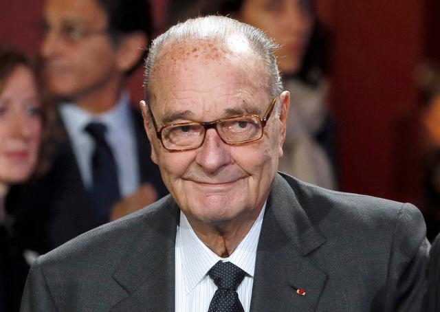 FILE PHOTO: Former French President Jacques Chirac arrives to attend the award ceremony for the Prix de la Fondation Chirac at the Quai Branly Museum in Paris November 21, 2014.  REUTERS/Patrick Kovarik/Pool/File Photo