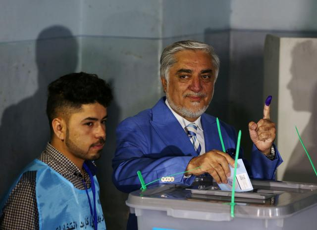 Afghan presidential candidate Abdullah Abdullah poses as he casts his vote at a polling station in Kabul, Afghanistan September 28, 2019. REUTERS/Omar Sobhani