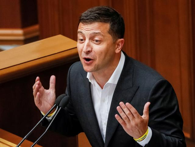 FILE PHOTO: Ukrainian President Volodymyr Zelenskiy delivers a speech during a parliamentary session in Kiev, Ukraine August 29, 2019.  REUTERS/Gleb Garanich/File Photo