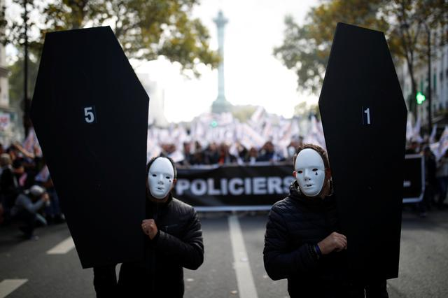 French police officers attend the March of Anger to protest against poor working conditions in Paris, France, October 2, 2019.   REUTERS/Christian Hartmann