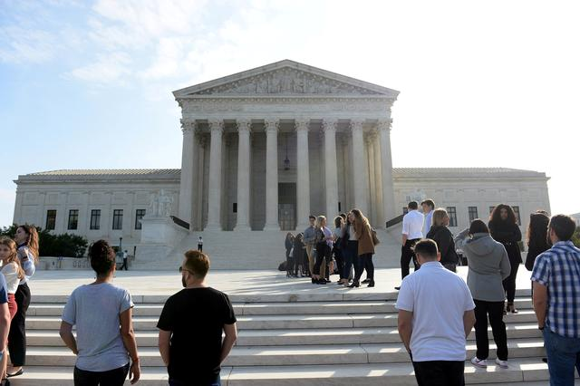 FILE PHOTO: Crowds line up outside the Supreme Court as it resumes oral arguments at the start of its new term in Washington, U.S., October 7, 2019. REUTERS/Mary F. Calvert/File Photo
