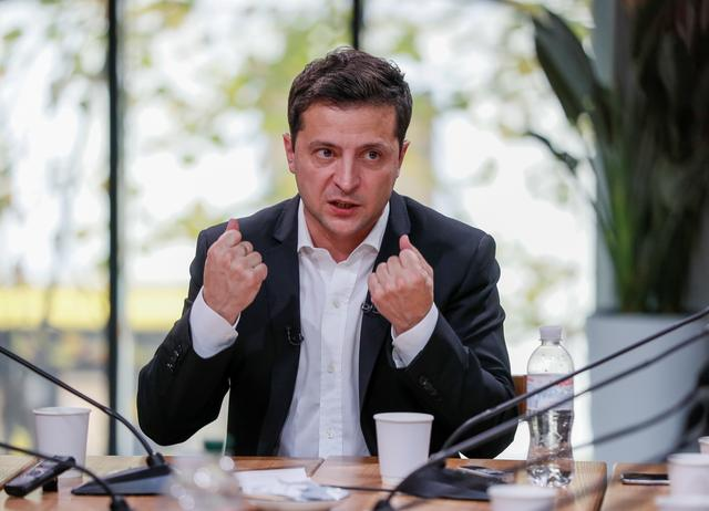 Ukraine's President Volodymyr Zelenskiy holds a press-marathon at a food market in Kiev, Ukraine October 10, 2019.  REUTERS/Gleb Garanich
