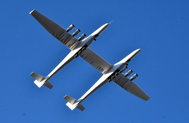 FILE PHOTO: The world's largest airplane, built by the late Paul Allen's company Stratolaunch Systems, makes its first test flight in Mojave, California, U.S. April 13, 2019.  REUTERS/Gene Blevins/File Photo