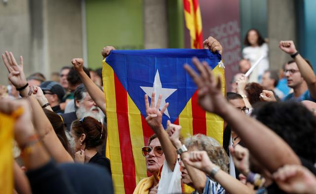 Supporters of Catalonia's independence hold an Estelada (Catalan separatist flag) as they gesture during a protest against upcoming ruling of the Spanish Supreme Court against the independence movement's leaders, in Barcelona, Spain, October 13, 2019. REUTERS/Albert Gea