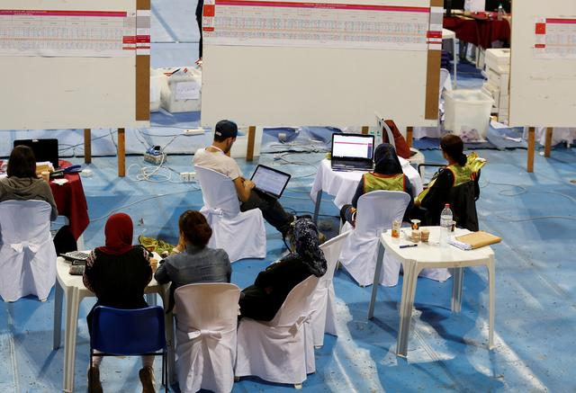 Election workers count votes as the country awaits the official results of a second round runoff of a presidential election in Tunis, Tunisia October 14, 2019. REUTERS/Zoubeir Souissi