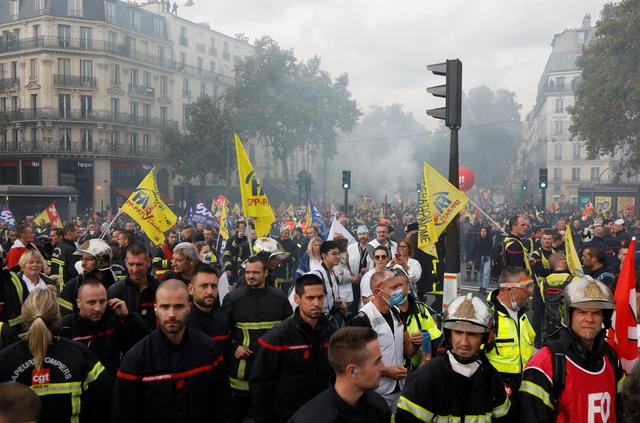 French firefighters demonstrate during a national protest to urge the government to improve working conditions, in Paris, France, October 15, 2019. REUTERS/Charles Platiau