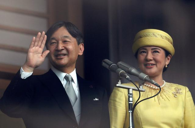 FILE PHOTO - Japan's Emperor Naruhito and Empress Masako greet well-wishers during their first public appearance at the Imperial Palace in Tokyo, Japan May 4, 2019.  REUTERS/Issei Kato