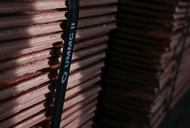 Cátodos de cobre en la planta de la compañía Uralelektromed en Verkhnyaya Pyshma, Rusia, oct 17, 2014. REUTERS/Maxim Shemetov