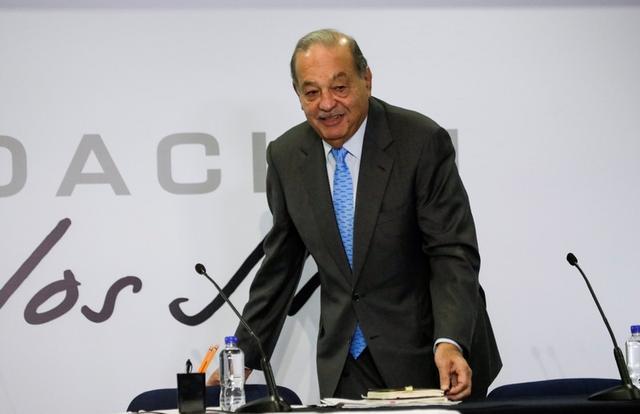 El multimillonario mexicano Carlos Slim llega a una conferencia de prensa en Ciudad de México, México, 16 de octubre de 2019. REUTERS / Luis Cortes