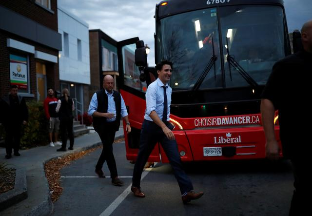 Liberal leader and Canadian Prime Minister Justin Trudeau arrives to visit a local pub as he campaigns for the upcoming election, in Drummondville, Quebec, Canada October 16, 2019. REUTERS/Stephane Mahe