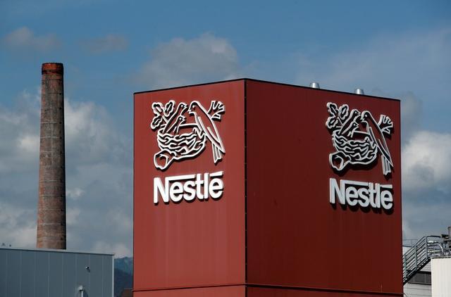 FOTO DE ARCHIVO: El logotipo de Nestlé en una fábrica de café en Orbe, Suiza, el 31 de mayo de 2018. REUTERS/Denis Balibouse