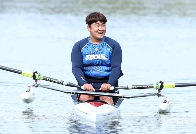 Former South Korean Army sergeant, first class, Ha Jae-hun, who lost both his legs in 2015 when he stepped on a North Korean landmine while on a patrol in the demilitarized zone (DMZ), competes in Men's Single Sculls during the 39th National Para Games in Hanam, South Korea, October 17, 2019.   Yonhap via REUTERS