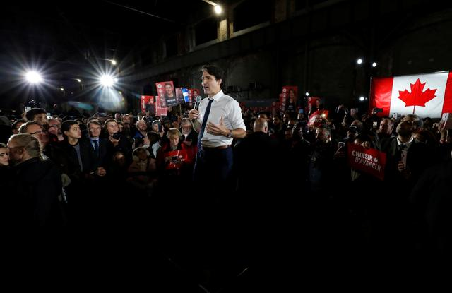 Liberal leader and Canadian Prime Minister Justin Trudeau takes part in a rally as he campaigns for the upcoming election, in Montreal, Quebec, Canada October 17, 2019. REUTERS/Stephane Mahe
