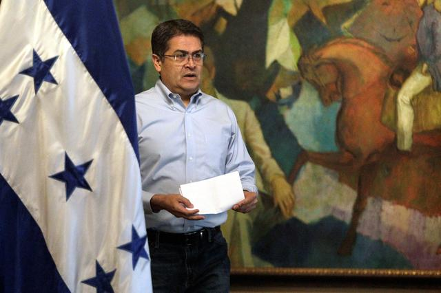 "FILE PHOTO: Honduran President Juan Orlando Hernandez arrives to deliver a message after his brother Juan Antonio ""Tony"" Hernandez was found guilty of U.S. drug trafficking, in Tegucigalpa, Honduras October 18, 2019. REUTERS/Jorge Cabrera"