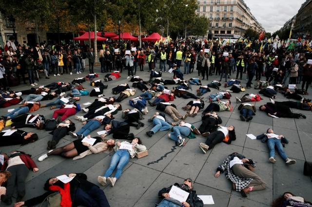 """People stage a """"die-in"""" at Place de la Republique during a demonstration against femicide and violence against women in Paris, France, October 19, 2019. REUTERS/Benoit Tessier"""