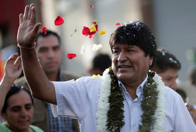 Bolivia's President and candidate Evo Morales of the Movement Toward Socialism (MAS) party greets supporters as arrives to vote during the presidential election at a polling station in a school in Villa 14 de Septiembre, in the Chapare region, Bolivia, October 20, 2019. REUTERS/Ueslei Marcelino