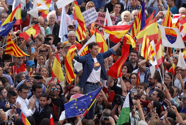Ciudadanos party leader Albert Rivera holds Catalan and Spanish flags during a demonstration in support of the unity of Spain at Sant Jaume square outside of Government of Catalonia headquarters in Barcelona, Spain, October 20, 2019. REUTERS/Rafael Marchante