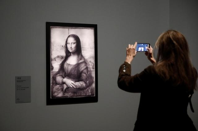 """An infrared reflectography of the painting """"Mona Lisa"""" by Leonardo da Vinci is pictured during a press visit of the """"Leonardo da Vinci"""" exhibition to commemorate the 500-year anniversary of his death at the Louvre Museum in Paris, France, October 20, 2019. REUTERS/Benoit Tessier"""