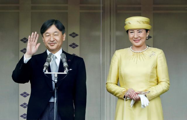 FILE PHOTO: Japan's Emperor Naruhito and Empress Masako greet well-wishers during their first public appearance at the Imperial Palace in Tokyo, Japan May 4, 2019.  REUTERS/Issei Kato/File Photo