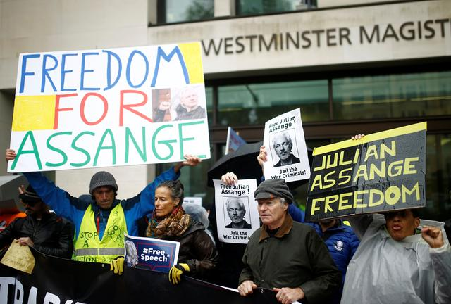 Demonstrators protest outside of Westminster Magistrates Court, where a case management hearing in the U.S. extradition case of WikiLeaks founder Julian Assange is held, in London, Britain, October 21, 2019. REUTERS/Henry Nicholls