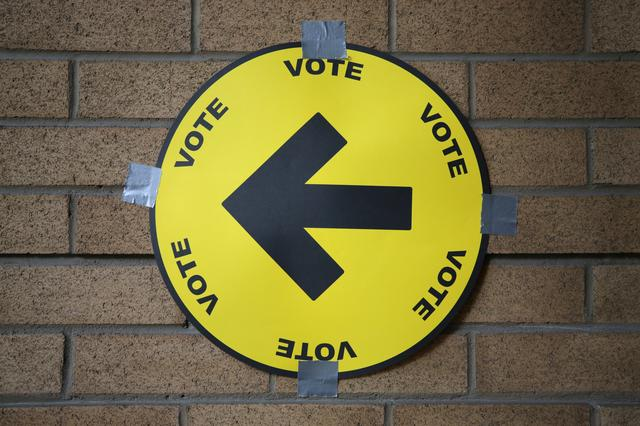 A sign directs voters to a polling station for the federal election in Toronto, Ontario, Canada October 21, 2019.  REUTERS/Chris Helgren