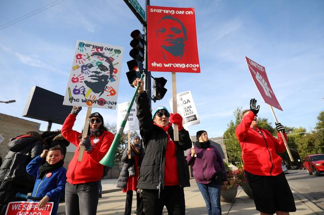 FILE PHOTO - Teachers picket near New Field Elementary School on the second day day of a teachers' strike in Chicago, Illinois, U.S., October 18, 2019.  REUTERS/John Gress