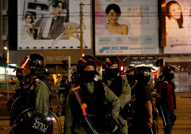 Riot police stand in position to disperse pro-democracy demonstrators gathering to commemorate the three-month anniversary of an assault by more than 100 men on protesters, commuters and journalists, in Hong Kong, China, October 21, 2019.  REUTERS/Kim Kyung-Hoon