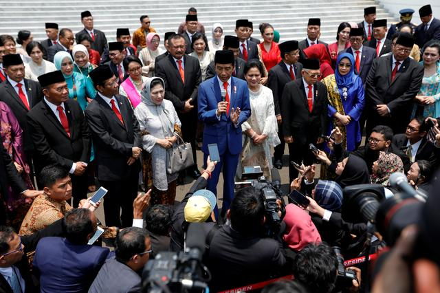 Indonesian President Joko Widodo talks to journalists after taking a group photo during the inauguration of newly appointed ministers at the Merdeka Palace in Jakarta, Indonesia, October 23, 2019. REUTERS/Willy Kurniawan