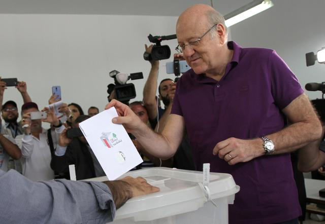 Lebanon's former Prime Minister and a candidate for the parliamentary election Najib Mikati, casts his vote at a polling station in Tripoli, northern Lebanon, May 6, 2018. REUTERS/Omar Ibrahim