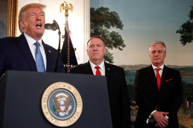 U.S. President Donald Trump delivers a statement on the conflict in Syria as Secretary of State Mike Pompeo and White House National Security Advisor Robert O'Brien stand by in the Diplomatic Room of the White House in Washington, U.S., October 23, 2019. REUTERS/Tom Brenner