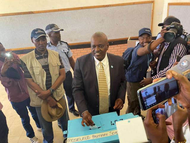 Botswana's President and leader of the Botswana Democratic Party (BDP) Mokgweetsi Masisi casts his vote at his home village of Moshupa, in the Southern District of Botswana, October 23, 2019. REUTERS/Siyabonga Sishi