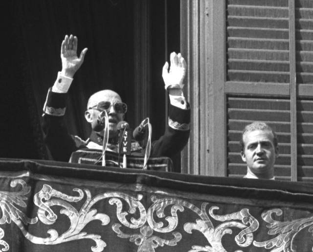 FILE PHOTO: Former Spanish dictator General Francisco Franco (L) speaks from the balcony of Madrid's Royal Palace next to the then Prince Juan Carlos of Spain in this undated file photo./File Photo