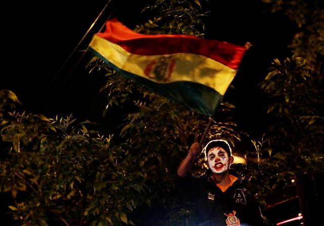 A protester waves the Bolivian flag during a demostration in La Paz, Bolivia October 23, 2019. REUTERS/Ueslei Marcelino