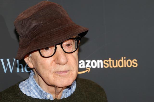 "FILE PHOTO: Director Woody Allen arrives for a screening of the film ""Wonder Wheel"" in New York, U.S., November 14, 2017.   REUTERS/Brendan McDermid"