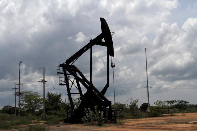 An oil pumpjack is seen in La Canada de Urdaneta, Venezuela October 1, 2019. Picture taken October 1, 2019. REUTERS/Jose Nunez