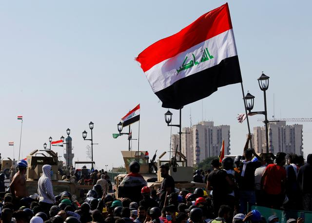 FILE PHOTO: Iraqi demonstrators take part in one of the ongoing anti-government protests in Baghdad, Iraq, November 6, 2019. REUTERS/Thaier al-Sudani/File Photo