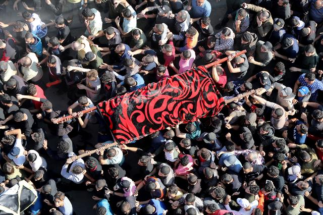 Mourners carry the body of the wife of Palestinian Islamic Jihad field commander Baha Abu Al-Atta during their funeral in Gaza City November 12, 2019. REUTERS/Mohammed Salem