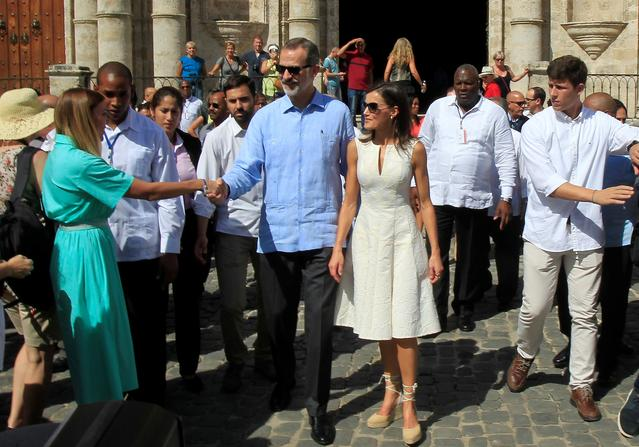 Spain's King Felipe and Queen Letizia greet people as they walk in Old Havana, Cuba, November 12, 2019. Jorge Luis Banos/Pool via REUTERS