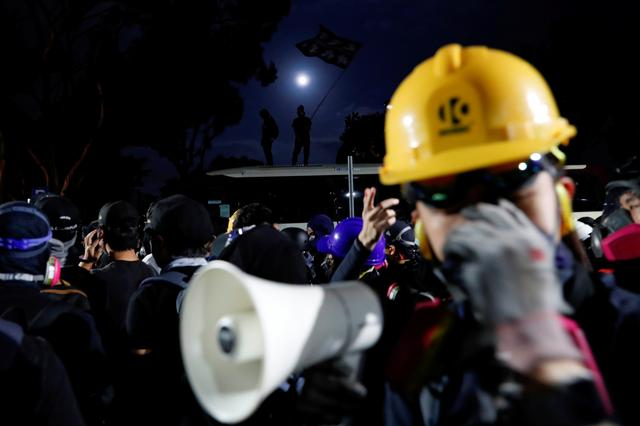 Anti-government protesters react during a standoff with riot police at the Chinese University of Hong Kong, Hong Kong, China November 12, 2019. REUTERS/Tyrone Siu