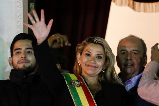 Bolivian Senator Jeanine Anez gestures after she declared herself as Interim President of Bolivia, at the balcony of the Presidential Palace, in La Paz, Bolivia November 12, 2019. REUTERS/Marco Bello