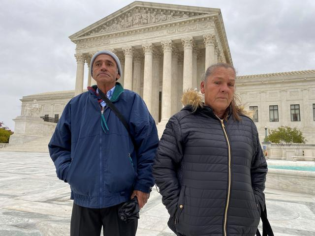 Jesus Hernandez and Guadalupe Guereca, the parents of Mexican teenager Sergio Adrian Hernandez Guereca who was shot and killed by a Border Patrol agent who fired from the Texas side of border, stand in front of the Supreme Court in Washington, U.S., after oral arguments in their case, November 12, 2019.  REUTERS/Andrew Chung