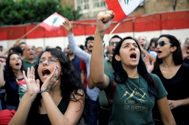 FILE PHOTO: Protesters chant slogans as as they demonstrate outside Lebanon's central bank during ongoing anti-government protests in Beirut, Lebanon November 11, 2019. REUTERS/Andres Martinez Casares/File Photo