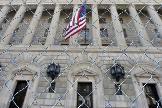 FILE PHOTO: A fence surrounds the U.S. Department of Commerce in Washington October 5, 2013.  REUTERS/Mike Theiler