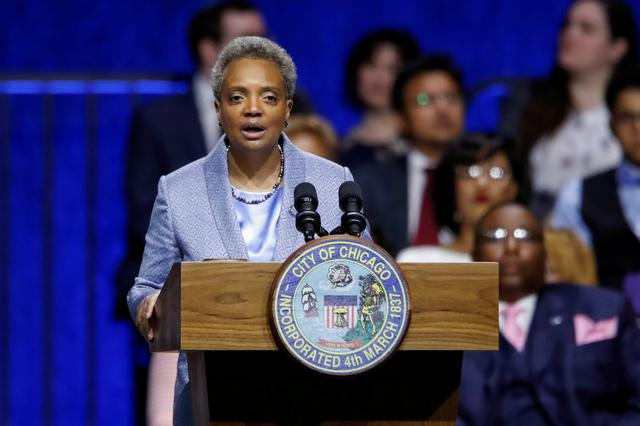 FILE PHOTO: Lori Lightfoot speaks after being sworn in as Chicago's 56th mayor by Judge Susan E. Cox during an inauguration ceremony at Wintrust Arena in Chicago, Illinois, U.S. May 20, 2019. REUTERS/Kamil Krzaczynski