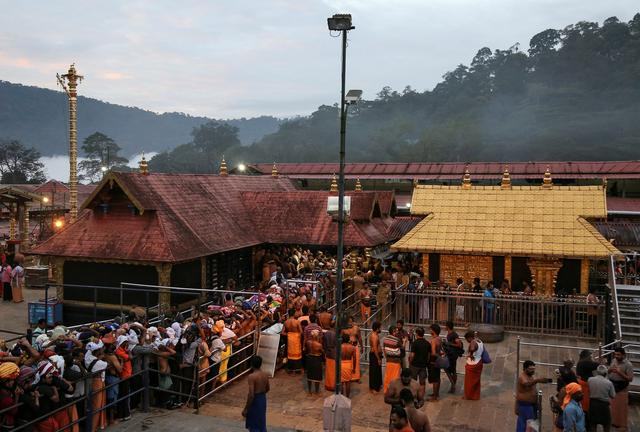 FILE PHOTO: Hindu devotees wait in queues inside the premises of the Sabarimala temple in Pathanamthitta district in the southern state of Kerala, India, October 18, 2018. REUTERS/Sivaram V/File Photo